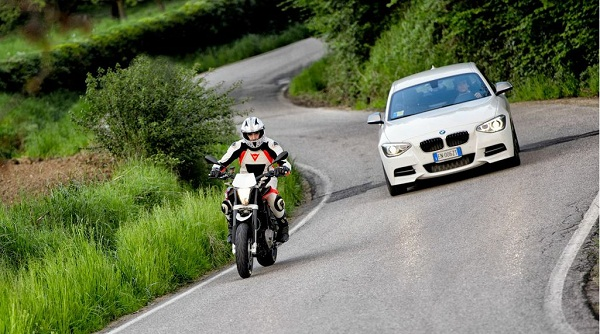 BMW Serie 1 M135i e Husqvarna Nuda 900R