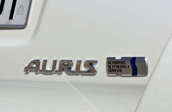 NEW AURIS HYBRID TOURING SPORTS