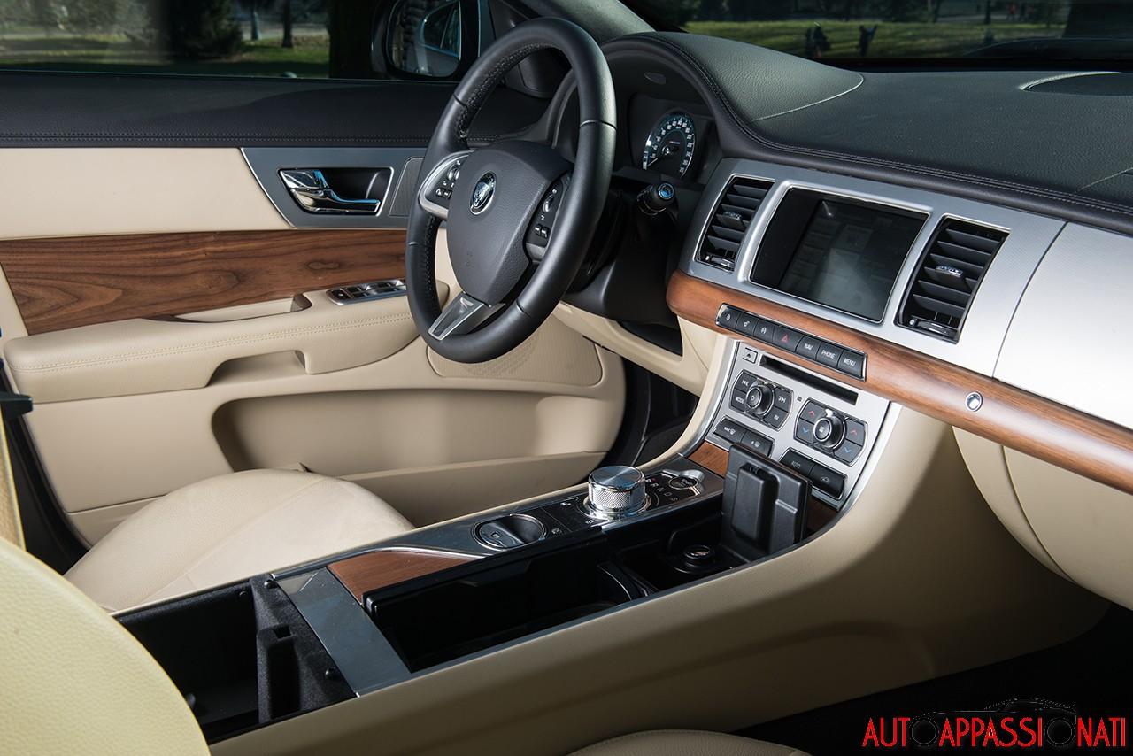 Jaguar XF 2.2D  2014 14