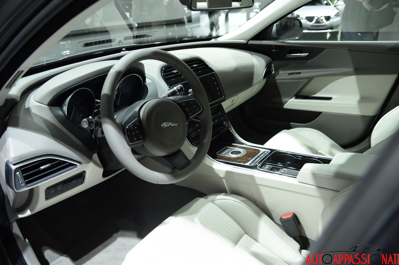 Jaguar XE 003