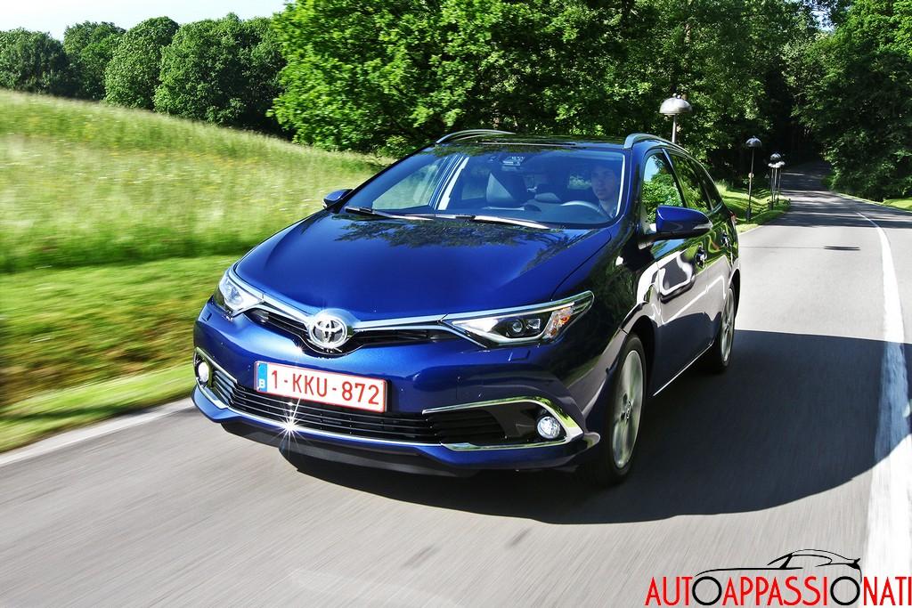 Nuova Toyota Auris 2015