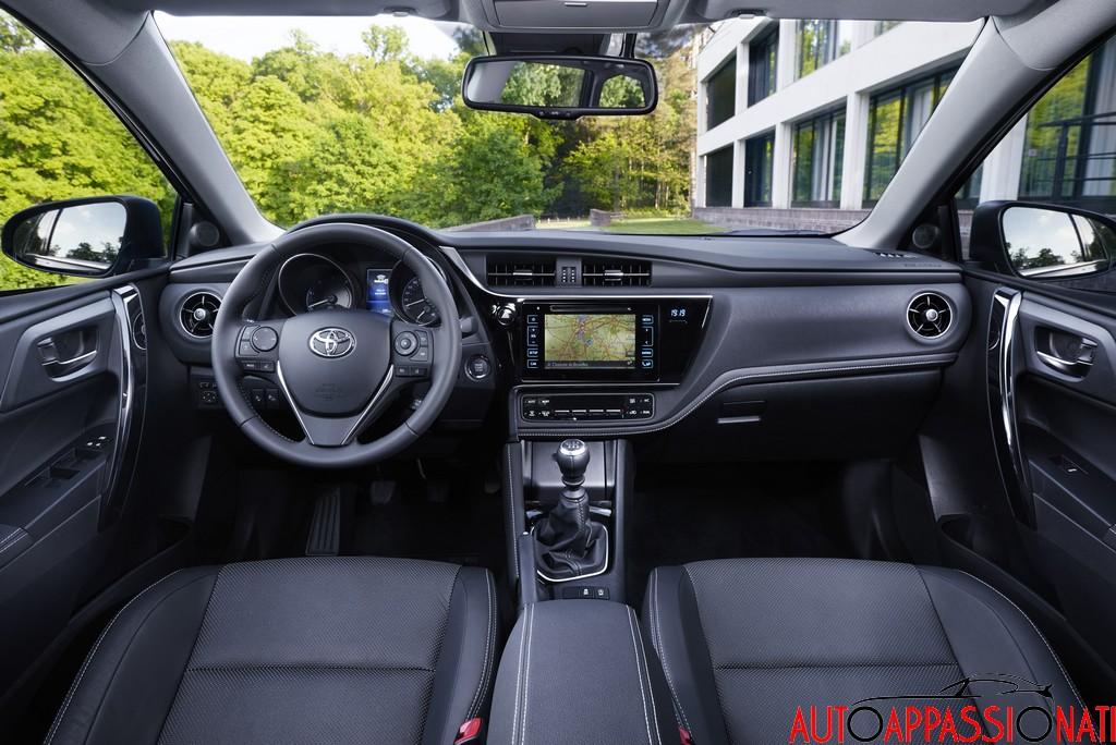 new Toyota Auris mY15 interni