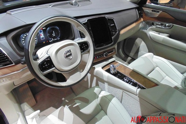 Volvo XC90 Excellence interni1