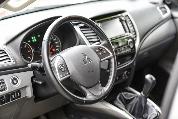 Mitsubishi L200 int2