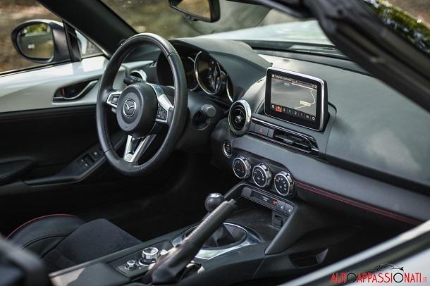 Nuova Mazda MX-5 interni