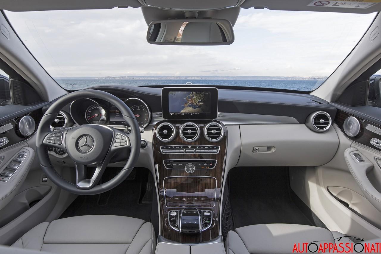 Test nuova mercedes benz classe c for Mercedes classe v interieur