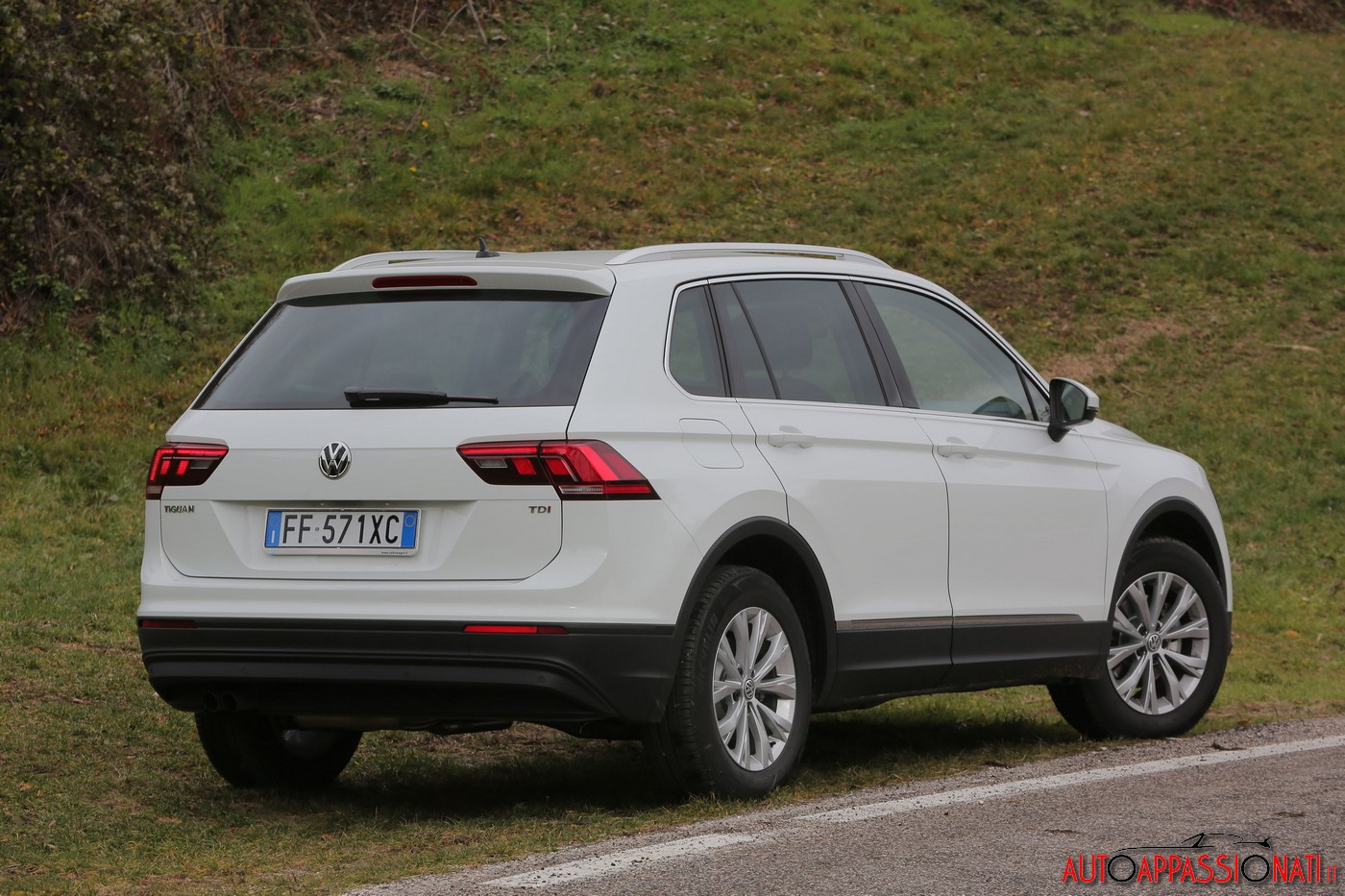 volkswagen tiguan 1 6 tdi i prova su strada in anteprima. Black Bedroom Furniture Sets. Home Design Ideas