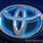 Toyota_Hybrid_2014_00012