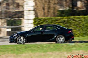 Lexus IS300h 23