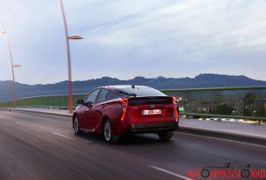 Nuova_Toyota_Prius_2016_025