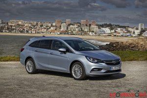 Opel_Astra_sports_tourer_2016_002