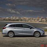 Opel_Astra_sports_tourer_2016_004