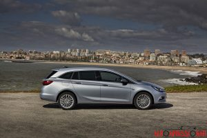 Opel_Astra_sports_tourer_2016_004
