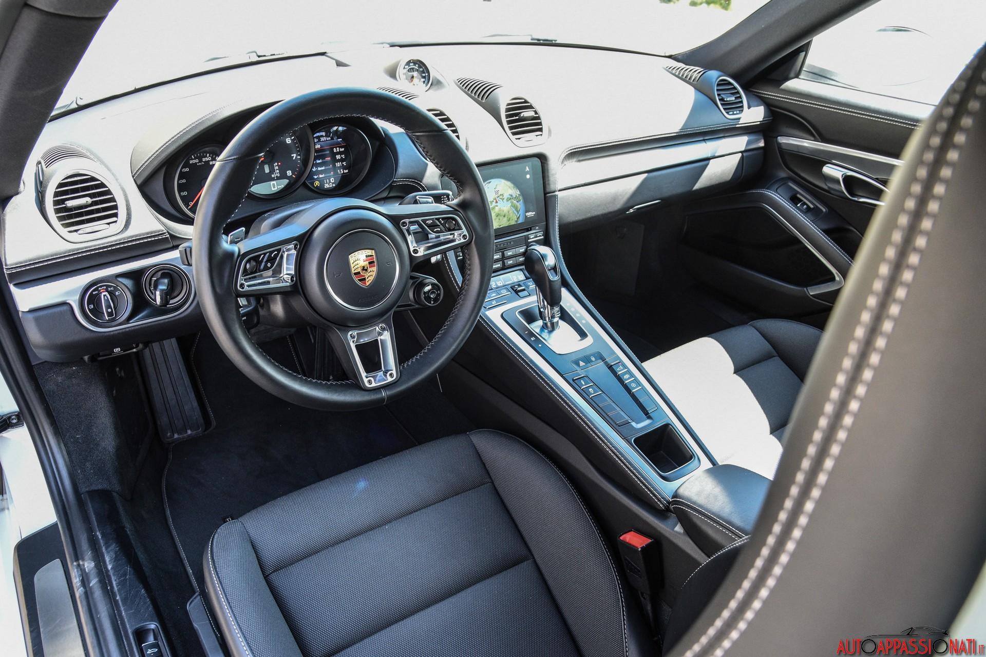 Porsche 718 Cayman interni
