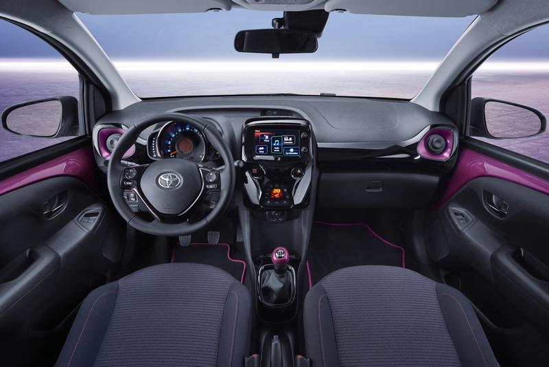 Nuova toyota aygo la citycar giapponese si presenta al salone di ginevra - Toyota aygo interior ...