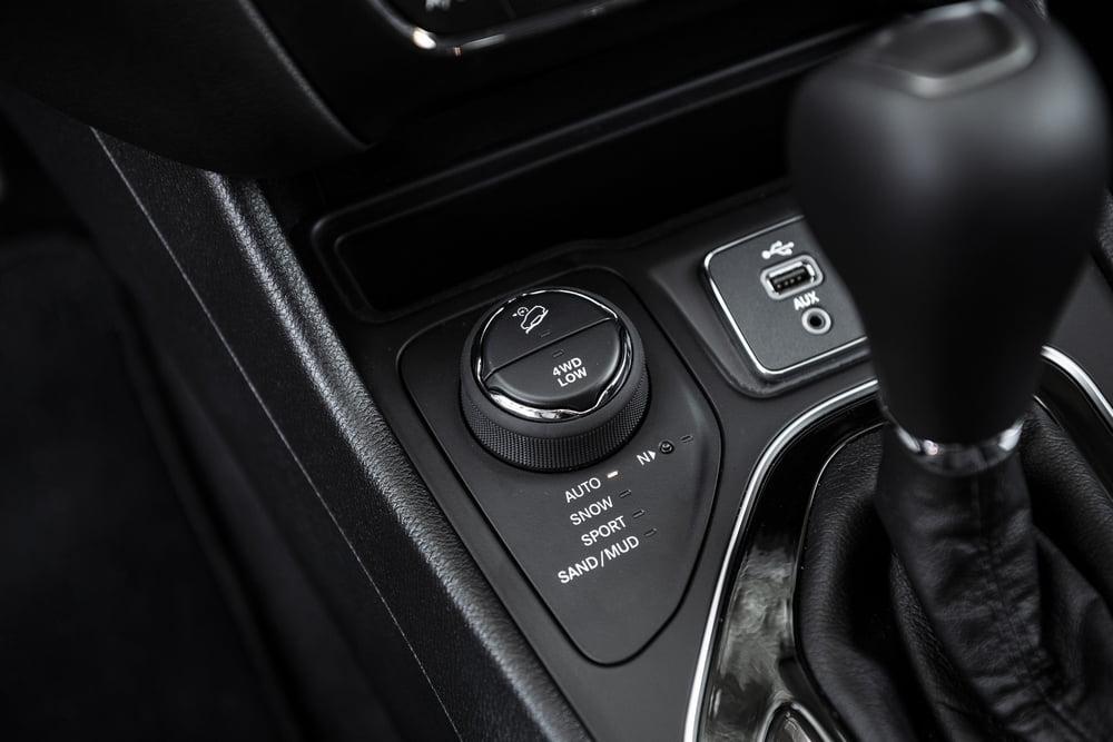 interni Jeep Cherokee 2019