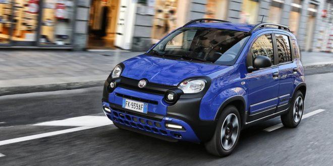 Fiat Panda City Cross Blu Waze in movimento