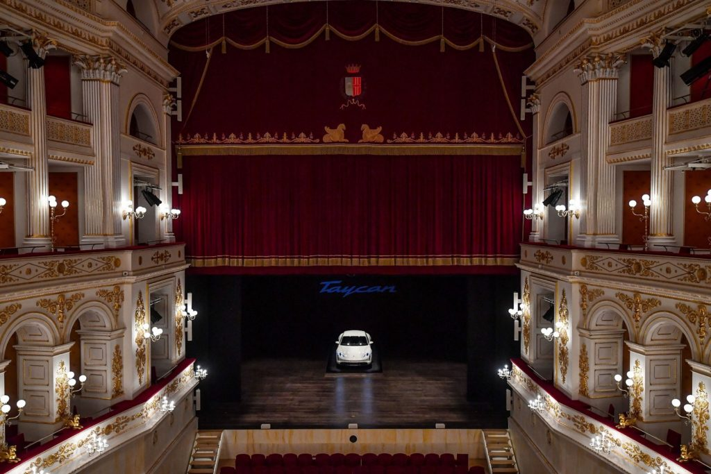 Porsche Taycan teatro Galli Rimini