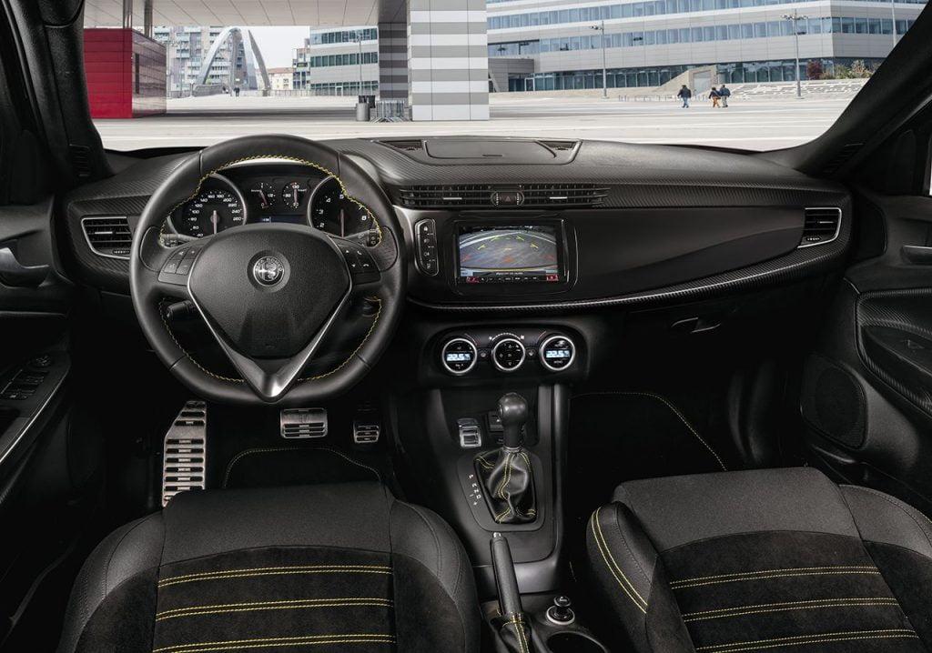 Alfa Romeo Giulietta Veloce Diesel interni 2019