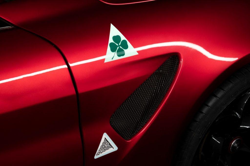 Alfa Romeo Giulia GTA logo quadrifoglio Autodelta