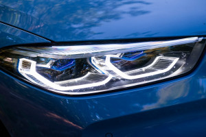 BMW-Serie-8-840d-fari-laser