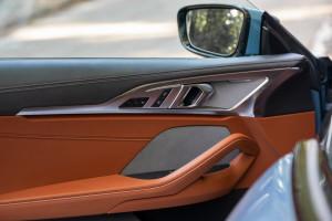 BMW-Serie-8-840d-vano-porta