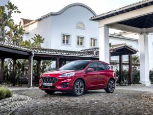 Ford-Kuga-rossa-muso