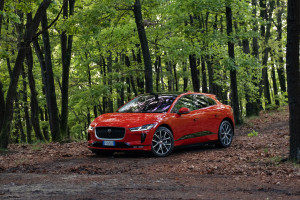 Jaguar-I-Pace-photon-red