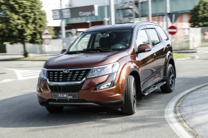 XUV500 action 4055-69