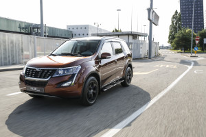 XUV500 action 4472-96