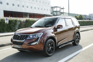 XUV500 action 4517-106