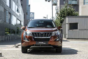 XUV500 action 5682-189