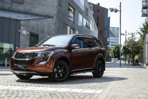 XUV500 action 5696-193