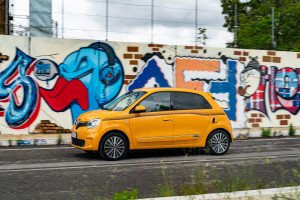Renault-Twingo-2019-laterale-gialla