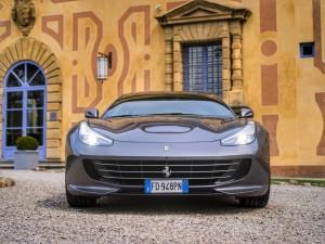 Ferrari GTC4Lusso presso Villa Le Maschere
